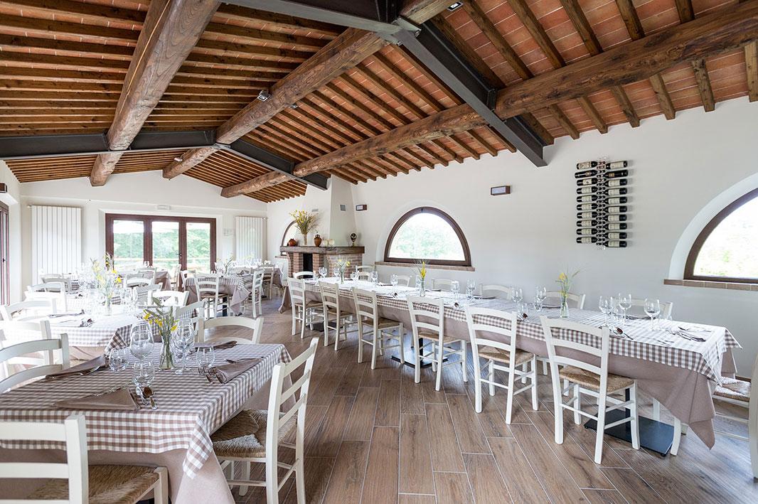 Sedie e tavoli per ristoranti sedie per pizzerie mg for Arredare pizzeria